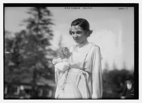 Dancer Irene Castle and her pet monkey Rastus1915